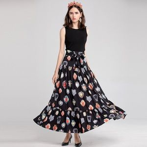 Black wide long bottom wrinkles decoration dress